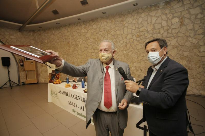 Eladio Aniorte se despide de la presidencia de ASAJA Alicante, tras 40 años al frente
