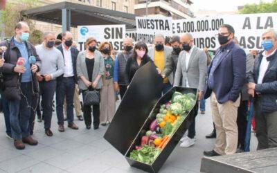 300 agricultores protestan en Alicante por el Trasvase Tajo-Segura